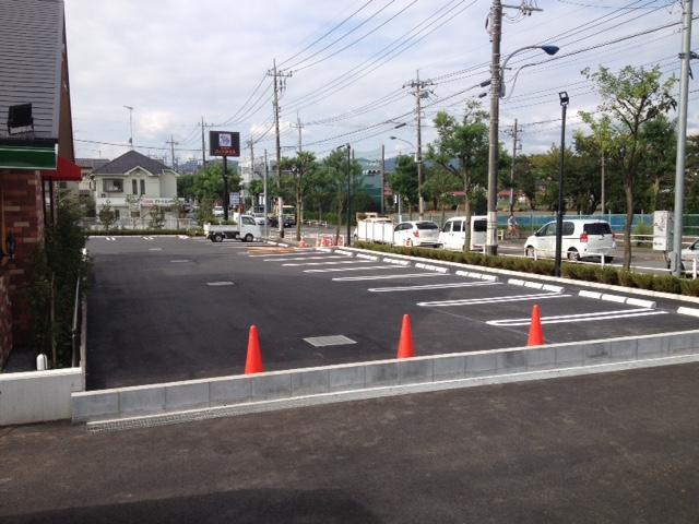 コメダ珈琲楢原店駐車場(左手)