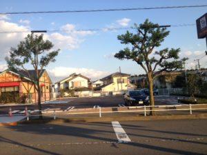 コメダ珈琲楢原店駐車場(右手)